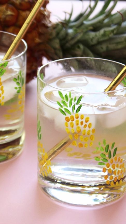 DIY Pineapple Tumblers for a cute DIY housewarming gift