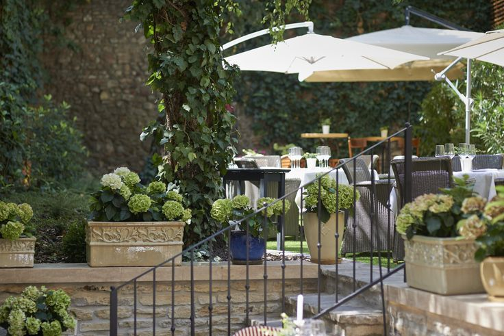 Pierrot http://pierrot.hu/ | Külső fotó #budapest #restaurant #pierrot #design #outdoorfurniture