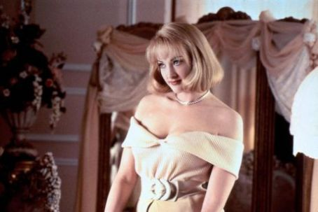 Ummm, Watching Adams Family Values and I swear it that Joan Cusack's styling is pretty good for early 90's.