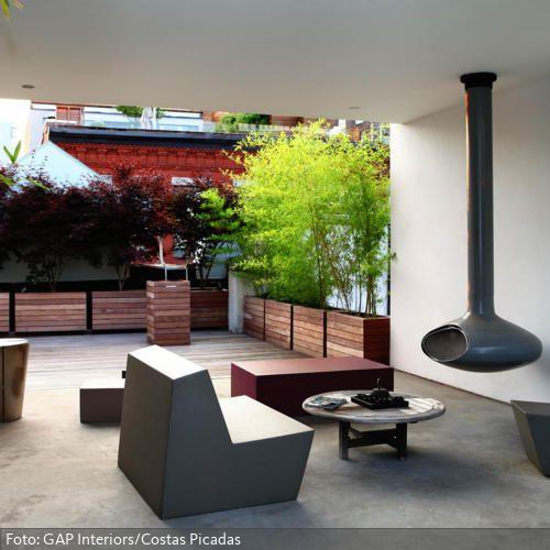 die moderne sitzecke und der h ngekamin verleihen dieser. Black Bedroom Furniture Sets. Home Design Ideas
