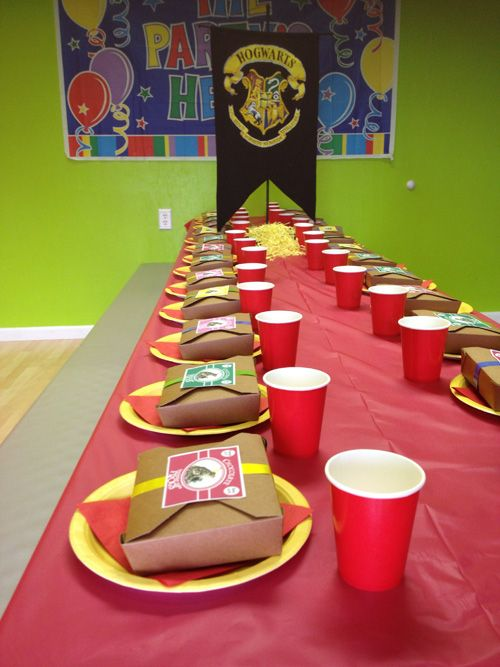 Super simple diy harry potter party quidditch game boo for Table quidditch