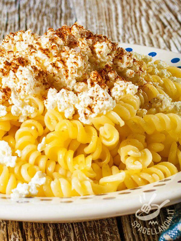 Semplici e veloci, questi Fusilli con ricotta e bottarga appagano il palato di chi ama questo ingrediente così saporito, dal sapore inconfondibile! #pastaconricotta #pastaconbottarga