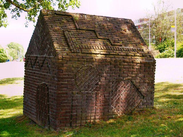 VERBEELDINGSBLOG: HERMAN MAKKINK – Bakstenen huisje