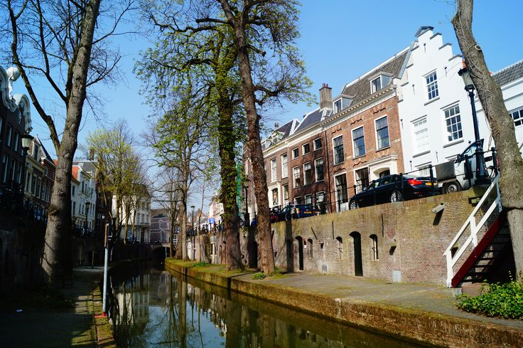 We are located at the 'Nieuwegracht' channel