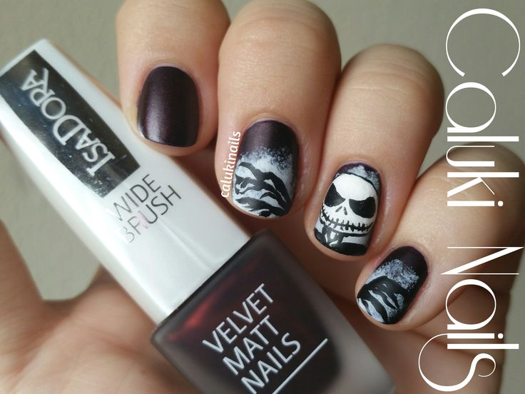 #VelvetMattNails  #isadoramakeup #colorista #halloweennails #notd #halloweenmakeup #manicure #motd #halloween #nailart #naildesign #scull