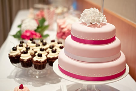 Wedding Cake and Cupcakes by Cuperella.