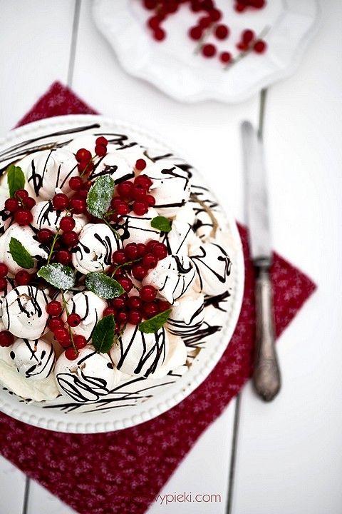 Tort bezowy miętowo - czekoladowy