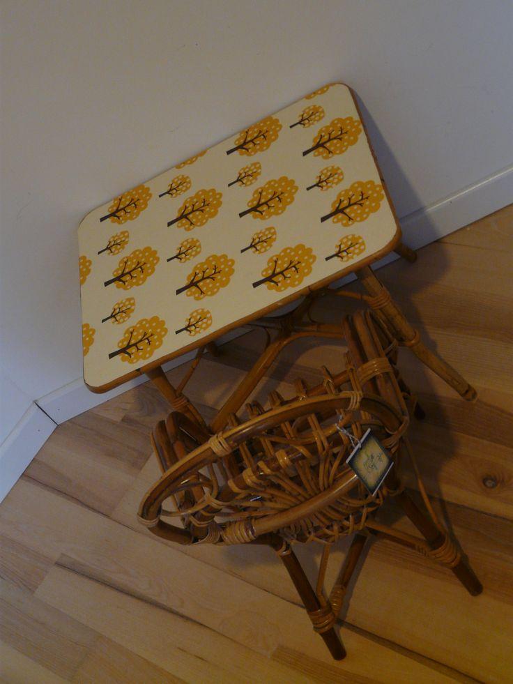 table et chaise en rotin jaune