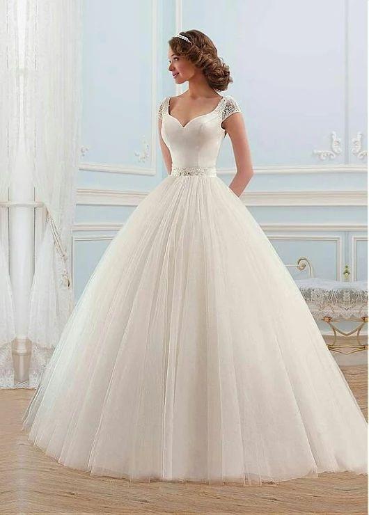 Vestido de noiva estilo princesa.