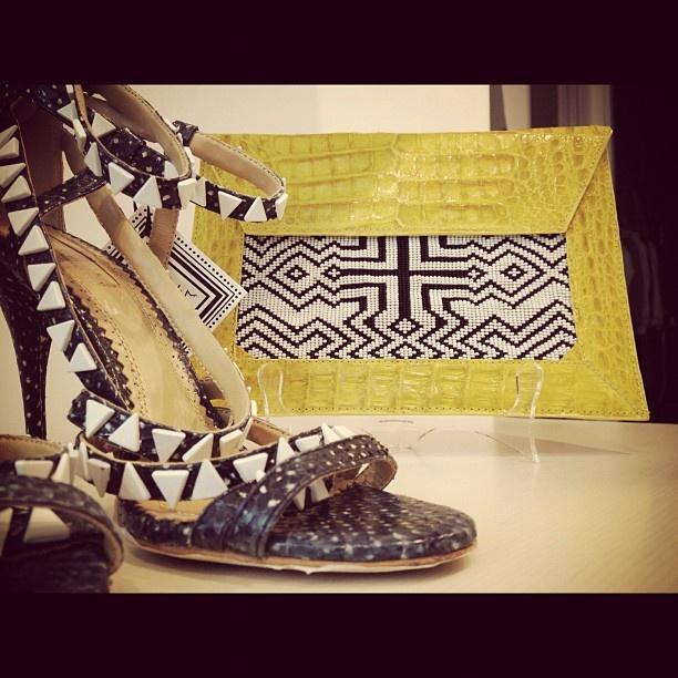 #CONTINÚA #shoes #python #accessories #bag #crocodile #chaquiras #yellow #black #white #fashion #moda #blanco #negro #amarillo #cocodrilo #cartera #zapato #pitón - @francescaonline- #webstagram