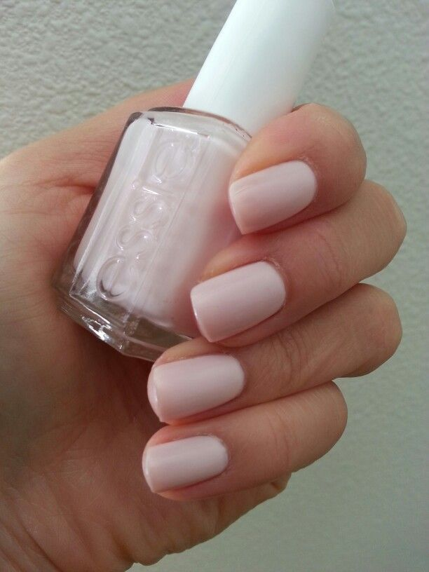 Essie Angel Food nude nail polish color #pale #natural #manicure