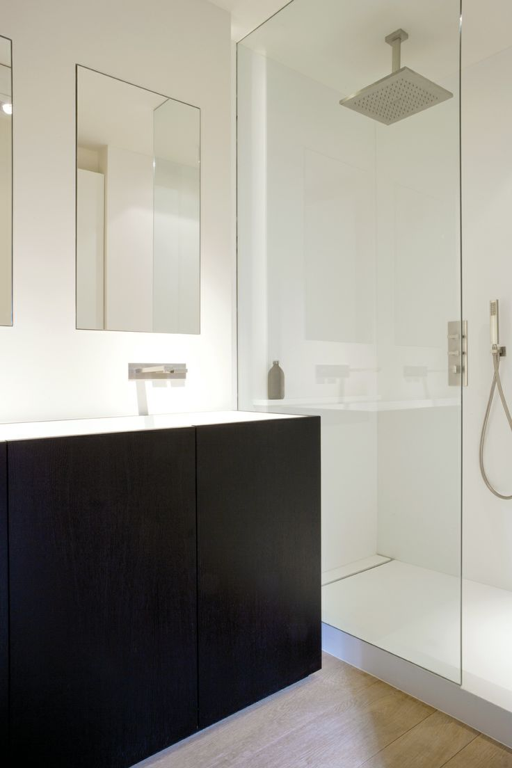 Bathroom with Glacier White Corian®, Deco-Lust is an official partner of the Dupont Quality Network.