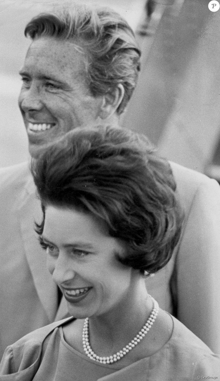 Antony Armstrong-Jones, Lord Snowdon et la princesse Margaret à l'aéroport de Londres le 18 septembre 1963