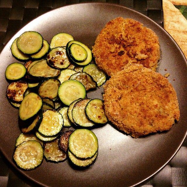zucchini and chickpeas burgher homemade... enjoy your meal... #dieta #dimagrire #fitgirls #fitnesdiet #fitnessbody #fitnessmotivation #fitnessjourney #fitnesslifestyle #cibosano #cibosalutare #gustoso #burger #burgherhomemade