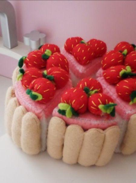 SUR COMMANDE Gâteau fraisier dinette en feutrine 6 parts : Jeux, jouets par atelier-14