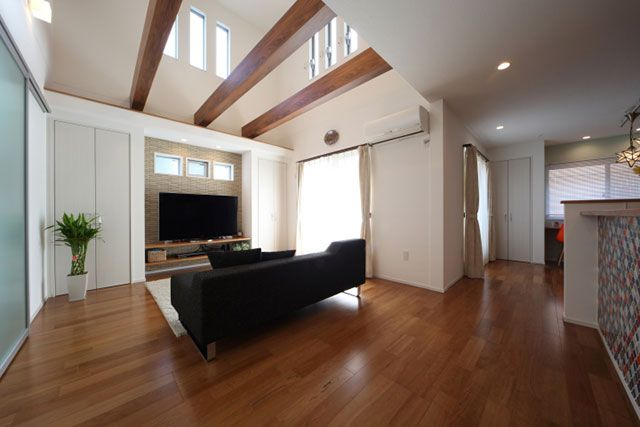 ホームラボの注文住宅・事例紹介「化粧梁が見える吹抜けリビングの家」です。写真や間取り、価格など、詳しい事例をご覧いただけます。注文住宅のことなら注文住宅の総合情報サイト・ハウスネットギャラリー