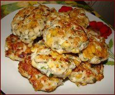"""Куриные котлеты """"Нежность""""---------------------- 2 средних куриных филе 100 грамм кефира (либо 2-3 ложки майонеза) 100 грамм сыра 2-3 ст.л. крахмала 1 маленькая луковичка (можно без) зелень - я брала полпучка укропа и петрушки, можно и без соль, специи - по вкусу растительное масло для жарки"""