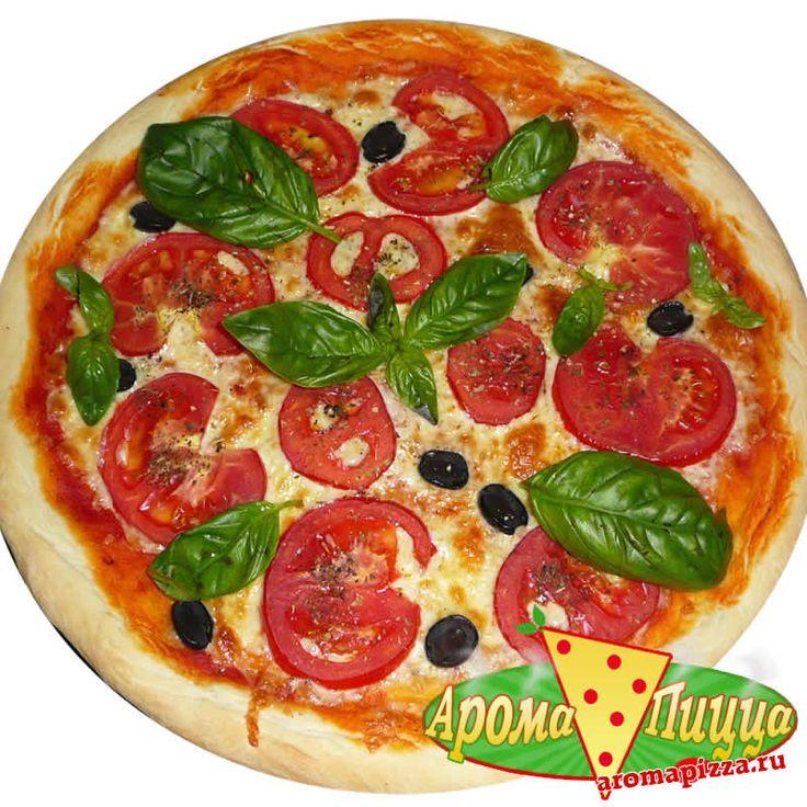 Пицца Маргарита с помидорами, сыром и базиликом