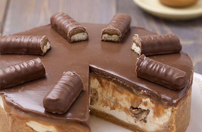 Oké, even serieus. Hoe goed klinkt dit: een cheesecake met Twix. Een Twix cheesecake. Daar loopt het water toch spontaan van in je mond?