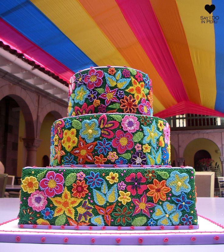 SAY I DO in Peru - Do you want to stick with tradition, but you are eager to be creative? Go for this Peruvian traditional flowers design cake, decorated with powerful colors in a meticulous way. DIscover more on: www.sayidoinperu.com and follow us on Facebook: https://www.facebook.com/sayidoinperu?ref=tn_tnmn