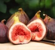 oh dates no figs , red deeply delicious figs.......picture perfect.