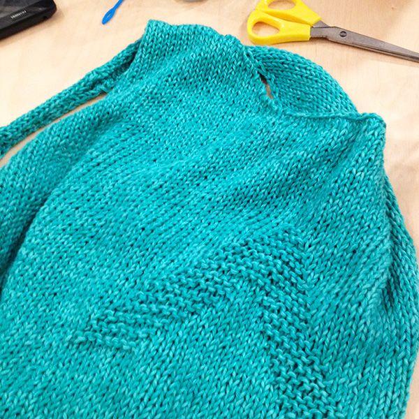 Nuestro patrón de jersey, tejido por Meritxell. Vía Lalanalú