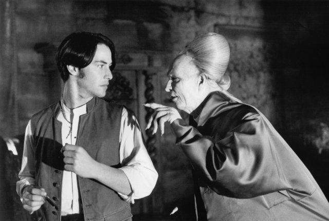 Still of Gary Oldman and Keanu Reeves in Dracula