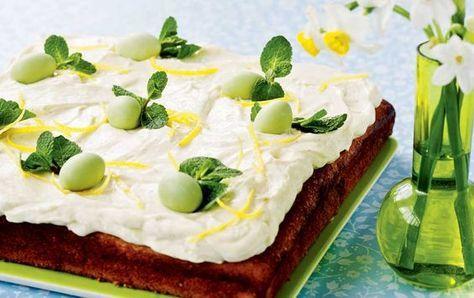 Frisk citronkage med lækker mascarponecreme og spiselige påskeæg på toppen. Servér den som perfekt eftermiddags eller dessertkage i påskedagene.