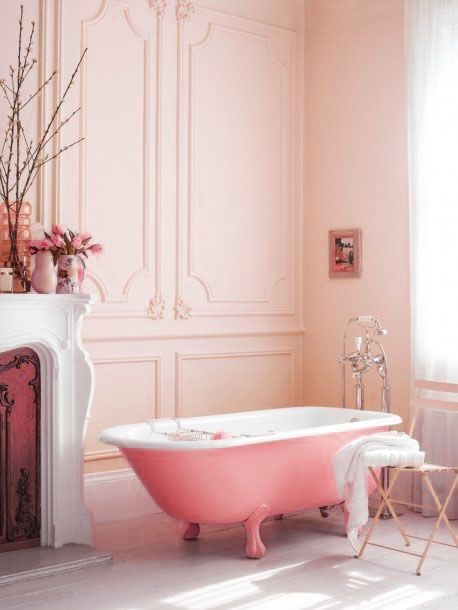 Soft, pale pink tones in the bathroom. For a similar pale pink paint colour, try 'Alexandra' from the Dulux 'Colours of New Zealand' paint range. Available through Guthrie Bowron stores.