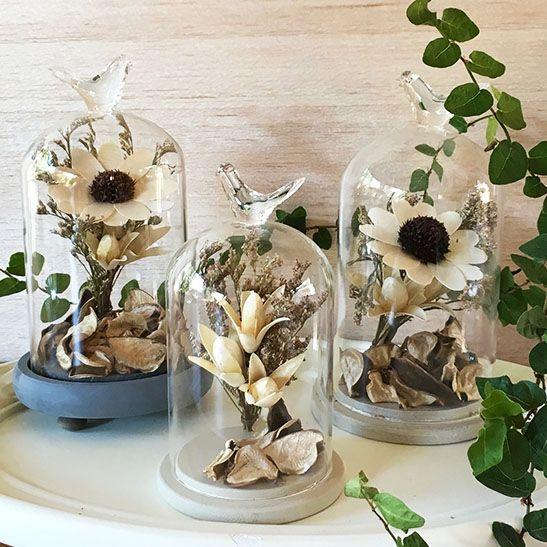 Me encantan!! con estas bellas campanas puedes darle el acento decorativo a ese rincón un poco fome de tu casa. En nuestra tienda online www.labellezadelascosas.cl