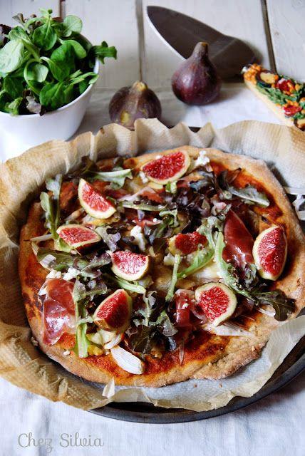 CHEZ SILVIA: Pizza de hígos, jamón ibérico y rulo de cabra {Base de espelta}