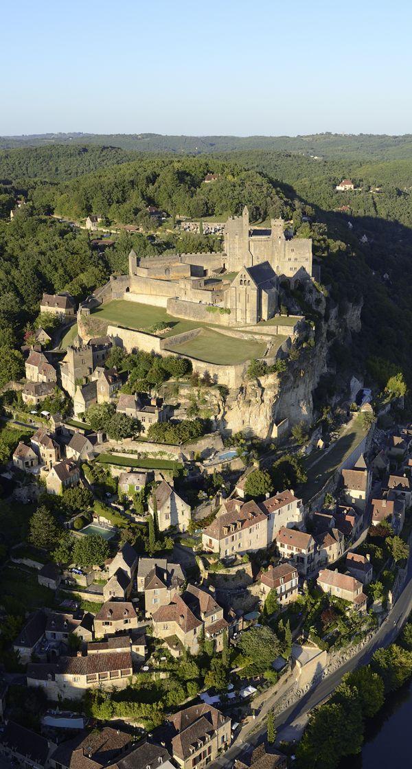 #Beynac-et-Cazenac, un village rempli d'histoire en plein coeur de la #Dordogne !
