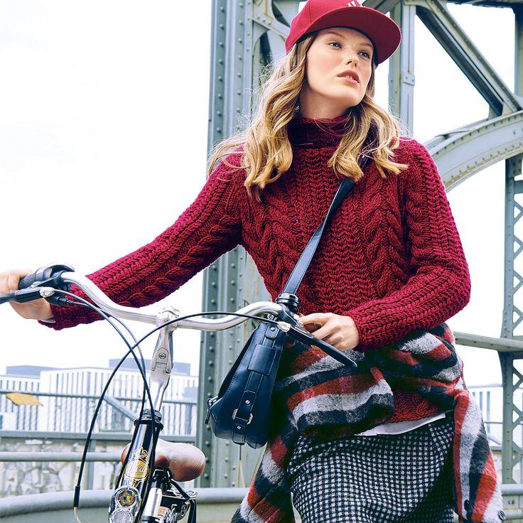 Бордовый свитер с «косами» - схема вязания спицами. Вяжем Свитеры на Verena.ru
