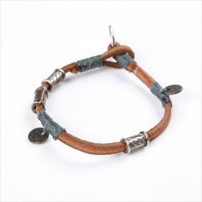Wakami Amuleti: Abundance armband i läder, garn och metall [WA0354] just nu 75:- från masomenos.se