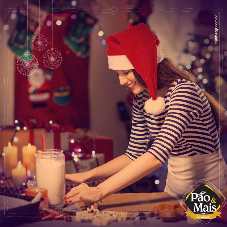 Já pensou em como irá se organizar para a ceia natalina? Para celebrar a tradição do Natal nada melhor que uma mesa decorada com toques de carinho. #MaisNatal #PãoeMais