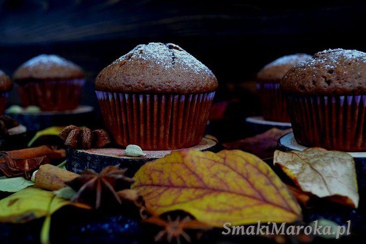 Piernikowe muffiny z marcepanem i suszonymi śliwkami (bez mleka i tłuszczu)