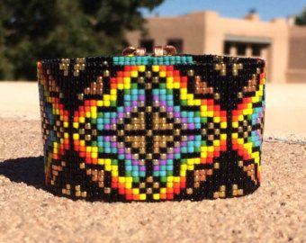 Regenboog Burst Bead Loom armband Boheemse Boho door PuebloAndCo