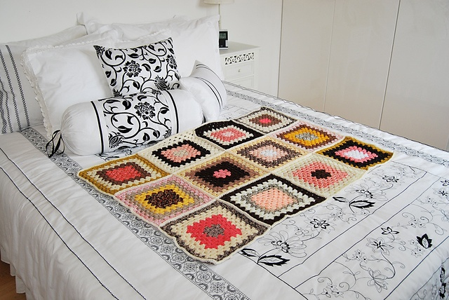 Big granny Squares by Violinka using the Traditional Granny Square pattern by Teresa Richardson