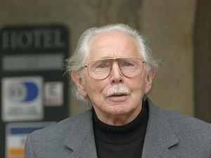 http://p5.focus.de/img/fotos/origs778826/79545929-w300-h225-o-q75-p5/Fernsehen-Der-Schauspieler-Fred-Delmare-ist-im-Alter-von-87-Jahren-gestorben.jpg