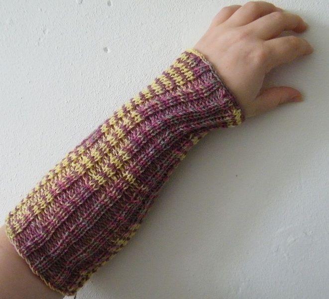 Armwarmers - Handgebreide armwarmers, paars met geel - Een uniek product van EccentricLady op DaWanda