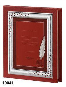 Elegancki album ze skóry w odcieniu intensywnej czerwieni, z ozdobną srebrną ramką z cyrkoniami, idealny prezent z okazji ukończenia szkoły. #dla_dziecka #ukonczenie_szkoly_wyzszej #ksiega_gosci
