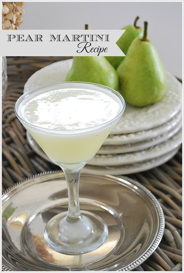 An easy recipe for a Pear Martini, a refreshing cocktail perfect for Fall| 11 Magnolia Lane