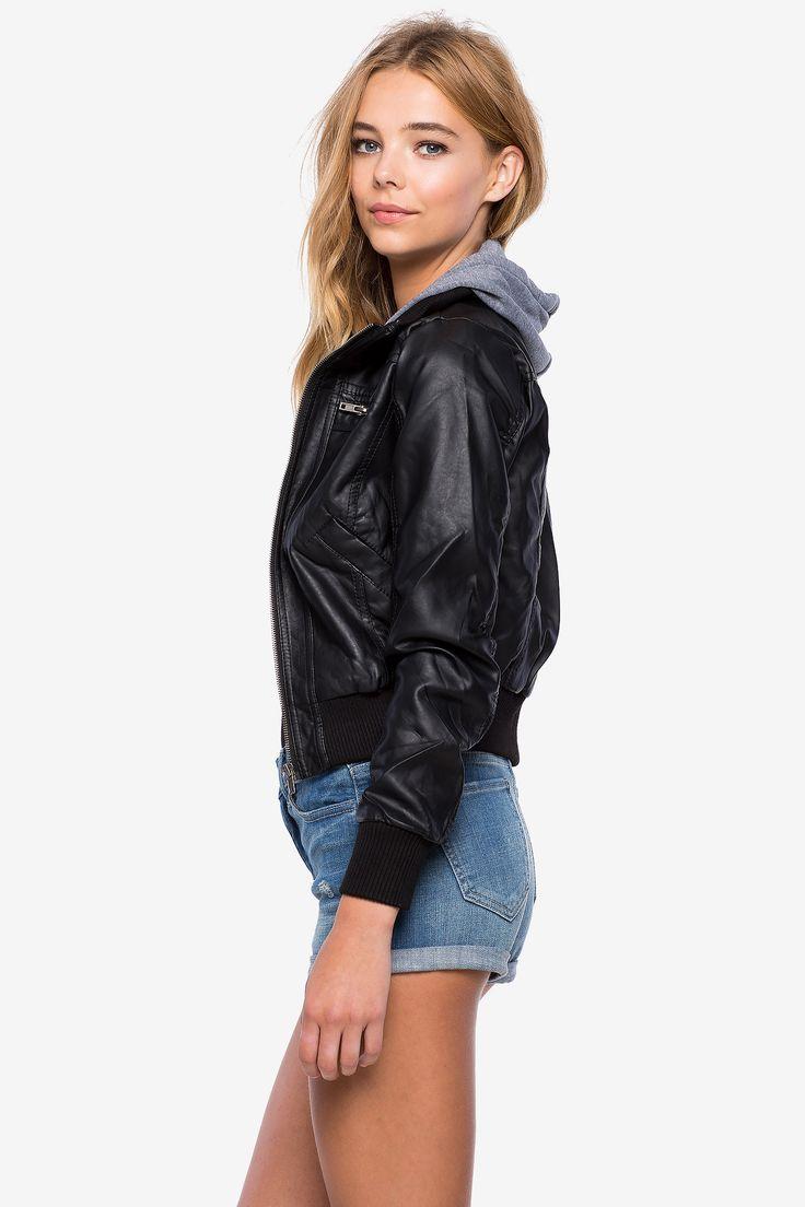 Куртка с капюшоном из искусственной кожи Размеры: S, M, L Цвет: черный, бежевый Цена: 2033 руб. #одежда #женщинам #куртки #коопт