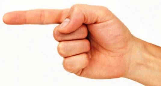 Quando punti il dito verso gli altri ... 3 dita sono puntate verso di te.