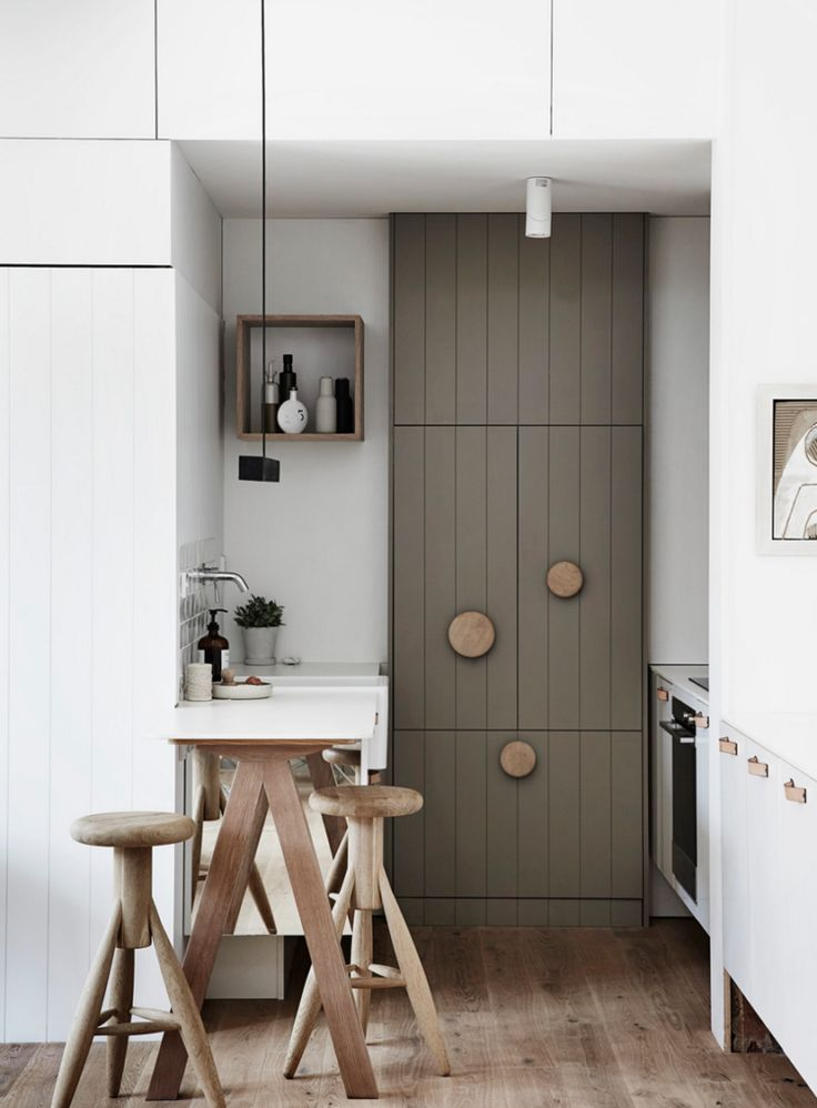 giant wooden handles on kitchen cupboards by whiting architects.com