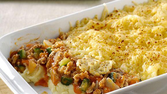 Puree, gehakt, courgette, tomatensaus en kaas