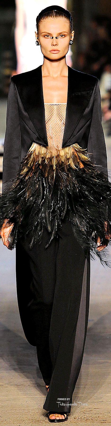 Givenchy Spring 2016 RTW ♔ Très Haute Diva ♔  For more fashion visit my website at http://www.treshautediva.com/