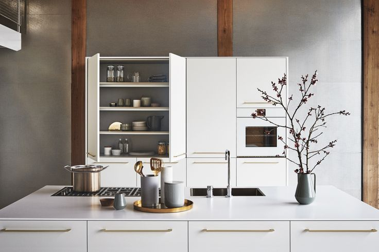 Silk-effect Bianco and top in Hanex N-White. #CesarKitchens #Cesarcucine #kitchens #cucine #kitcheninspiration #design