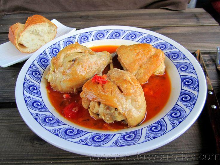 pollo guisado por solo 167 (kcal/100g) calorías.  Fácil receta casera, paso a paso.  http://www.recetasycalorias.com/2014/01/pollo-guisado.html