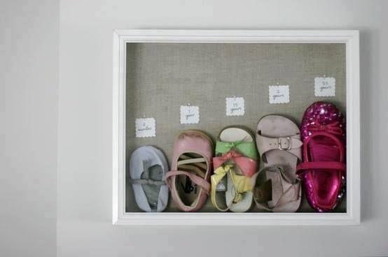Die schönsten Babyerinnerungen aufbewahren. 12 süße Ideen Deine Babysachen einzurahmen.